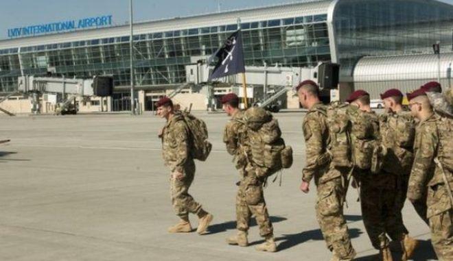 Αμερικανικά στρατεύματα θα εκπαιδεύσουν τον τακτικό ουκρανικό στρατό