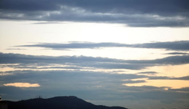 Συννεφιασμένος αττικός ουρανός
