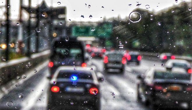 Βροχή στην Αττική Οδό.
