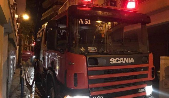 Θεσσαλονίκη: Επίθεση με γκαζάκια έξω από πολυκατοικία στην Καλαμαριά