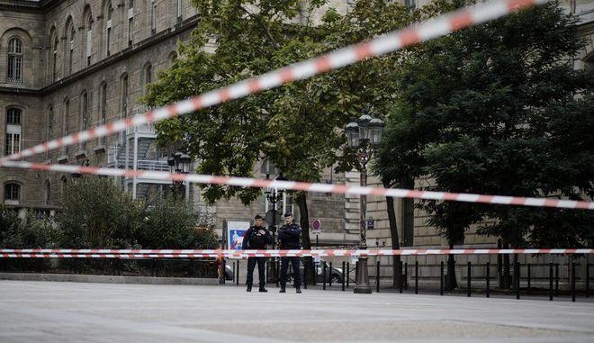 Εικόνα από το αρχηγείο της αστυνομίας στο Παρίσι μετά την επίθεση