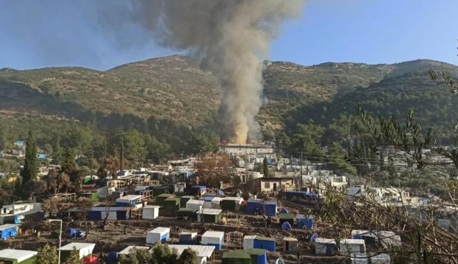 Φωτιά στο ΚΥΤ Σάμου: Καταστράφηκαν εστιατόρια και σκηνές