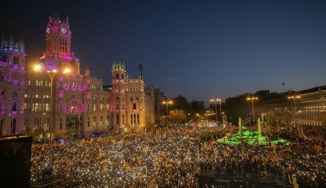 Καταλανοί αυτονομιστές διαδηλώνουν στη Μαδρίτη