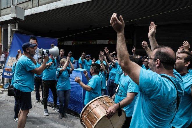 Απεργιακή συγκέντρωση από την ΓΣΕΕ και την ΑΔΕΔΥ, ενάντια στο νέο εργασιακό νομοσχέδιο, στην πλατεία Κλαυθμώνος