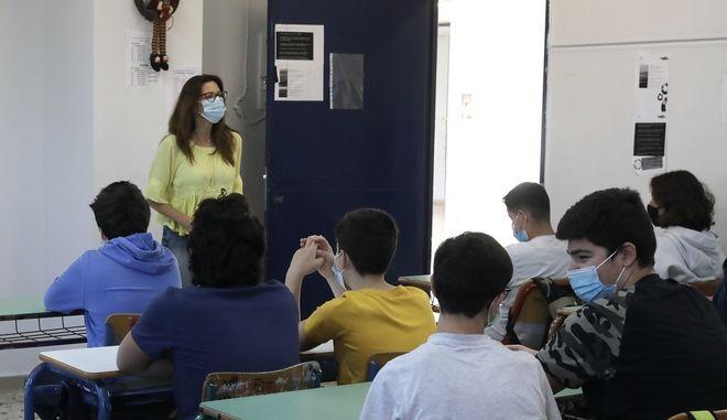 Κορονοϊός: Ανοιχτά σχολεία και πανεπιστήμια με κάθε τρόπο, θέλει η κυβέρνηση