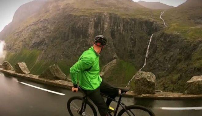 Βίντεο: Ποδηλατώντας ανάποδα σε απόκρημνο, βροχερό δρόμο