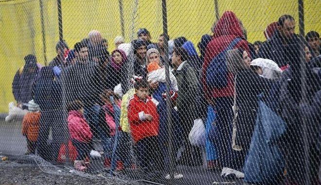 Βουλευτής συνέκρινε τους πρόσφυγες με τους Νεάντερταλ