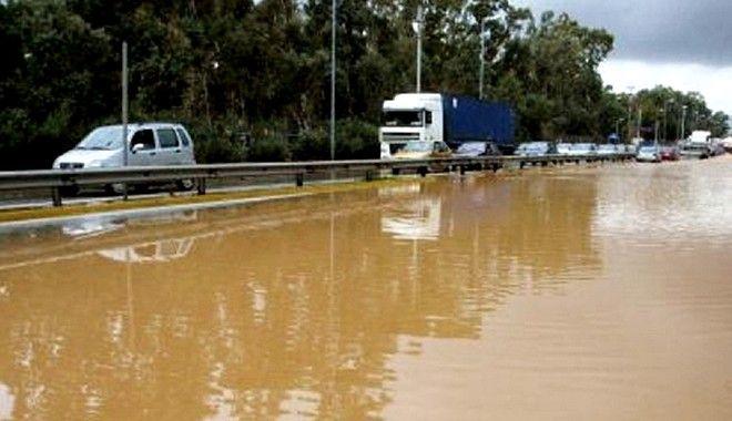 Βιβλική καταστροφή στη Ν.Πέραμο- Δραματικές ώρες για εγκλωβισμένους οδηγούς