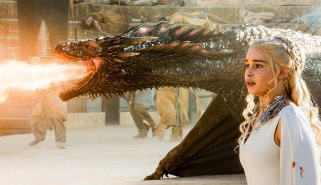 Η Ντενέρις και ο δράκος της Ντρόγκον σε επεισόδιο του Game of Thrones του πέμπτου κύκλου