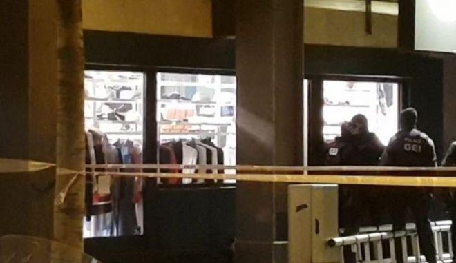 Βαρκελώνη: Άνδρας κρατούσε όμηρο γυναίκα στο προξενείο του Μάλι