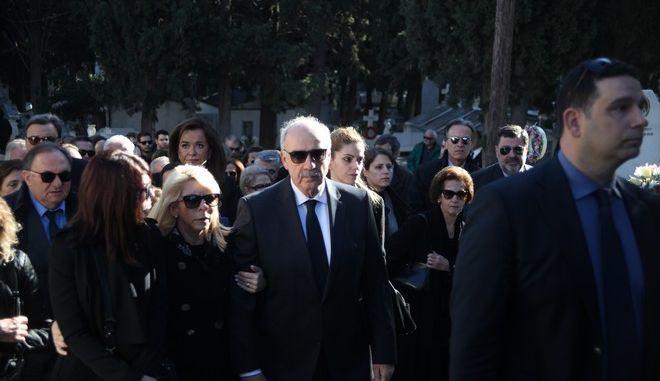 Κηδεία της Βάσως Μεϊμαράκη, αδελφή του Βαγγέλη Μεϊμαράκη, στο Κοιμητήριο Ζωγράφου, την Δευτέρα 28 Δεκεμβρίου 2015. (EUROKINISSI/ΑΛΕΞΑΝΔΡΟΣ ΖΩΝΤΑΝΟΣ)