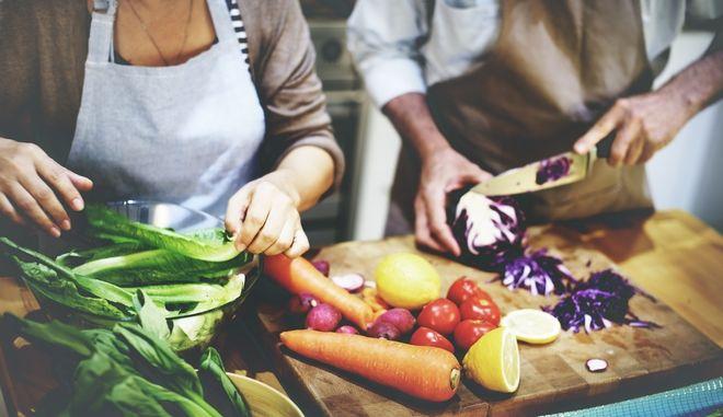 Προετοιμασία φαγητού με λαχανικά
