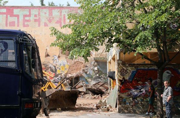 Θεσσαλονίκη: Αστυνομική επιχείρηση για την εκκένωση καταλήψεων - Δεκάδες προσαγωγές