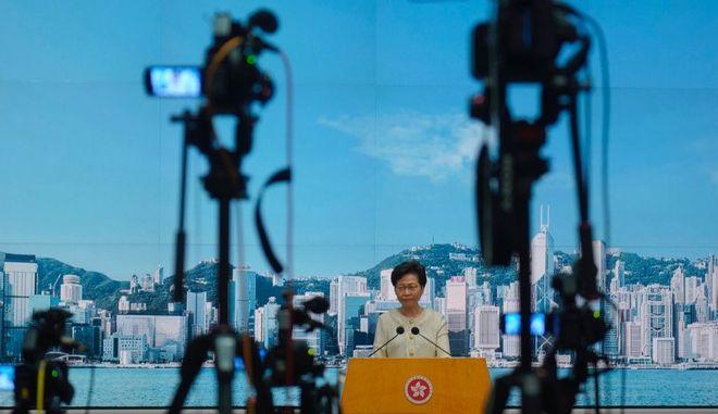 Η επικεφαλής της κυβέρνησης του Χονγκ Κονγκ Κάρι Λαμ σε συνέντευξη Τύπου