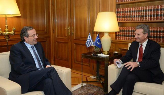 Συνάντηση του πρωθυπουργού Αντ. Σαμαρά με τον ευρωπαίο επίτροπο για την Ενέργεια Γκίντερ Έτινγκερ την Παρασκευή 6 Δεκεμβρίου 2013, στο Μέγαρο Μαξίμου. (EUROKINISSI/ΓΟΥΛΙΕΛΜΟΣ ΑΝΤΩΝΙΟΥ)
