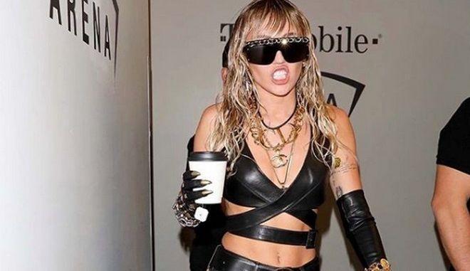 Η Miley Cyrus διασκευάζει Pink Floyd, Comfortably Numb και μούδιασαν τα μυαλά μας