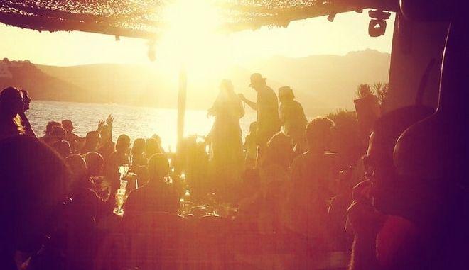 Κορονοϊός: Συναγερμός στη Μύκονο - 7 κρούσματα σε beach bar