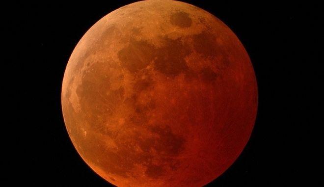 Τριπλό φαινόμενο: Πανσέληνος, υπερ-σελήνη και έκλειψη ορατά από την Ελλάδα