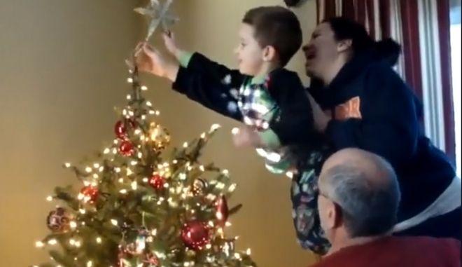 Οι 12 μεγαλύτερες γκάφες με χριστουγεννιάτικο δέντρο