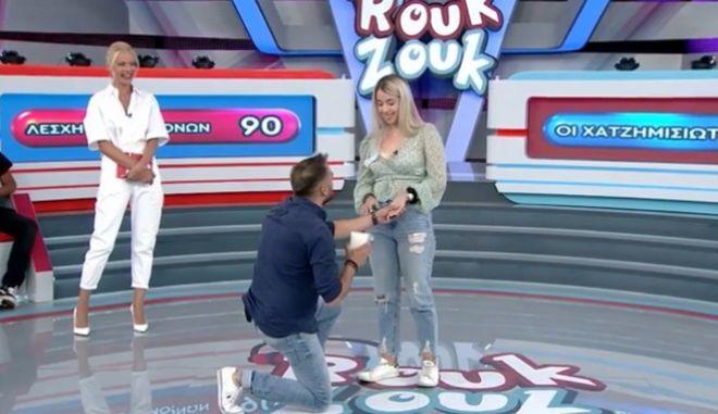 Ρουκ Ζουκ: Παίκτης έκανε πρόταση γάμου στη σύντροφό του - Συγκινήθηκε η Μακρυπούλια