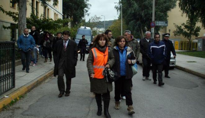 Ελέυθεροι αφέθησαν το απόγευμα της Τρίτης 3 Δεκεμβρίου 2013, οι σχολικοί φύλακες που είχαν συλληφθεί κατά τα επεισόδια στο υπουργείο Διοικητικής Μεταρρύθμισης. (EUROKINISSI/ΤΑΤΙΑΝΑ ΜΠΟΛΑΡΗ)