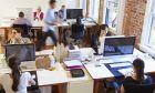 Άνθρωποι σε γραφείο