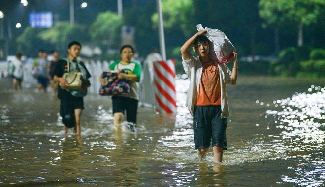 Κίνα: Η χώρα ετοιμάζεται για την άφιξη του τυφώνα Ιν-Φα