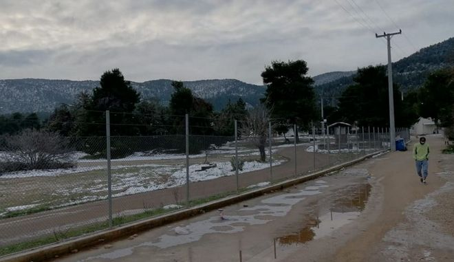 Πρόσφυγες: Εκτεθειμένοι στην κακοκαιρία -  Πάγωσε ακόμα και το νερό της βρύσης
