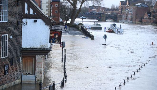 Η καταιγίδα Ciara έπληξε την περιοχή του Ηνωμένου Βασιλείου και της Βόρειας Ευρώπης