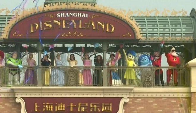 Άνοιξε ξανά τις πύλες της η Disneyland της Σαγκάης