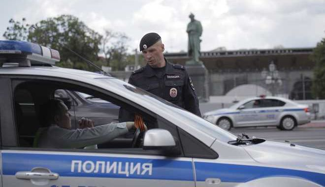 Traffic police officers talk near monument to poet Alexander Pushkin in Moscow, Russia, Monday, June 12, 2017. Russian opposition leader Alexei Navalny, aiming to repeat the nationwide protests that rattled the Kremlin three months ago, has called for the planned protest to be moved at the last minute, to Tverskaya street, one of Moscow's main thoroughfares, prompting a massive police presence in the area.(AP Photo/Pavel Golovkin)