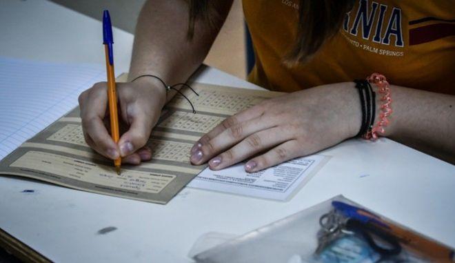 Άγνωστο παραμένει ακόμα το πότε θα γίνουν οι φετινές πανελλήνιες εξετάσεις λόγω κορονοϊού