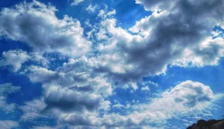 Συννεφιασμένος ουρανός. (EUROKINISSI/ΓΙΩΡΓΟΣ ΚΟΝΤΑΡΙΝΗΣ)