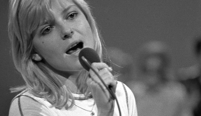 """French singer France Gall performs on stage during the """"Deutsche Schlagerwettbewerb"""" (German Pop song Contest) in Mainz, West Germany, June 4, 1970. (AP Photo/Peter Hillebrecht)"""