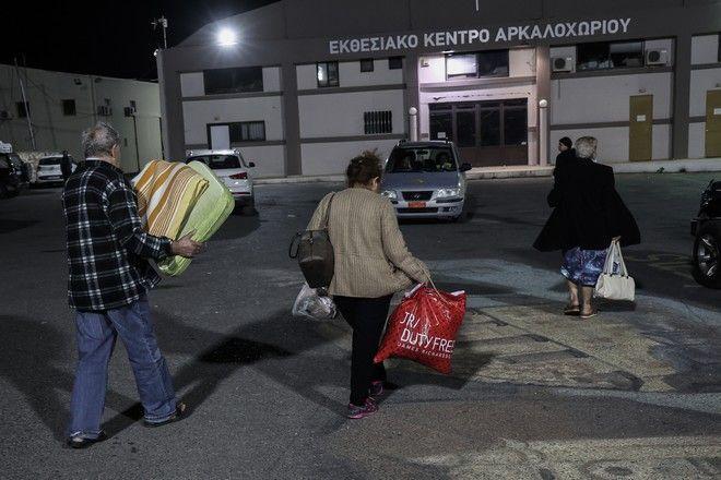 Σε σκηνές διανυκτέρευσαν οι κάτοικοι μετά τον σεισμό στην Κρήτη