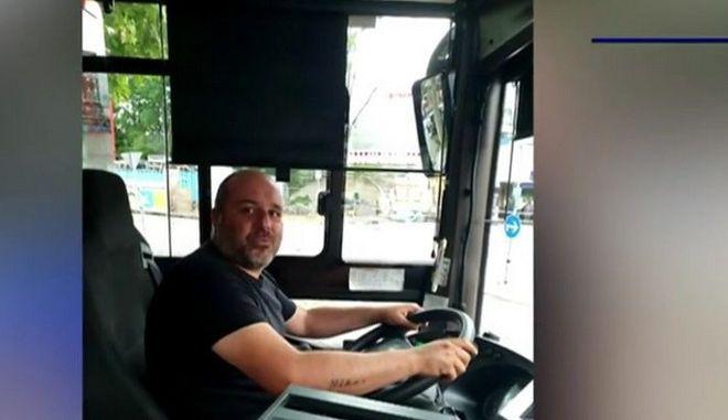 Ο Έλληνας οδηγός λεωφορείου στη Γερμανία που έσωσε παιδί από πνιγμό