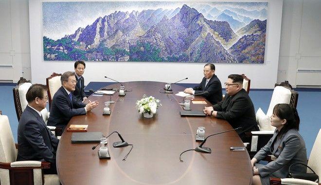 Οι δύο ηγέτες στο τραπέζι των συνομιλιών