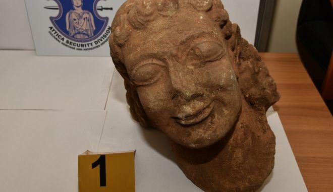 Η κεφαλή Κούρου που βρέθηκε στη Νεμέα Κορίνθου.