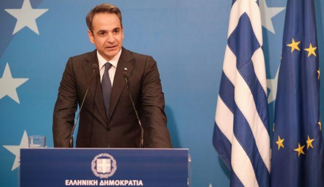 Στιγμιότυπο από τη συνέντευξη τύπου του πρωθυπουργού Κυριάκου Μητσοτάκη μετά το τέλος της Συνόδου Κορυφής