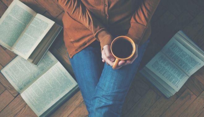 """""""Για να περάσουν οι μέρες διαβάζοντας και όχι ξοδεύοντας"""""""