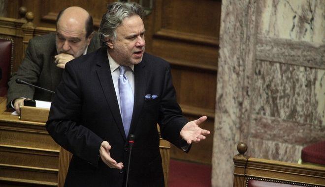 Ο υπουργός Εργασίας Γιώργος Κατρούγκαλος απαντά σε επίκαιρη ερώτηση στην Βουλή την Παρασκευή 11 Δεκεμβρίου 2015. (EUROKINISSI/ΓΙΩΡΓΟΣ ΚΟΝΤΑΡΙΝΗΣ)
