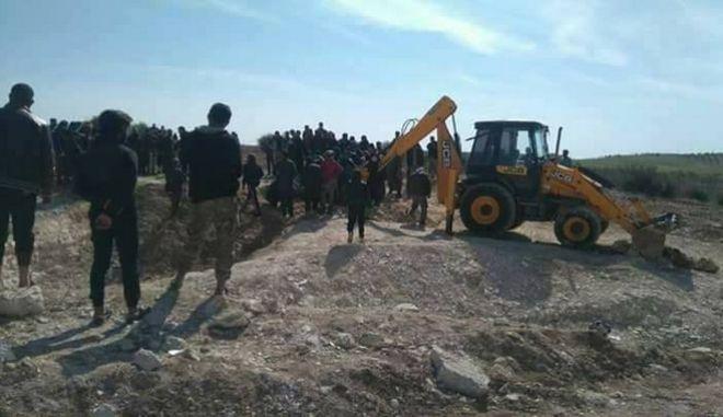 Συρία: Ανακάλυψαν ομαδικό τάφο με 130 πτώματα ανταρτών