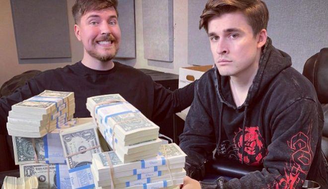 Ο Ludwig Ahgren είναι streamer που τον περασμένο Απρίλιο είχε 282.000 συνδρομητές στο Twitch, οι οποίοι πλήρωναν για να τον απολαμβάνουν.