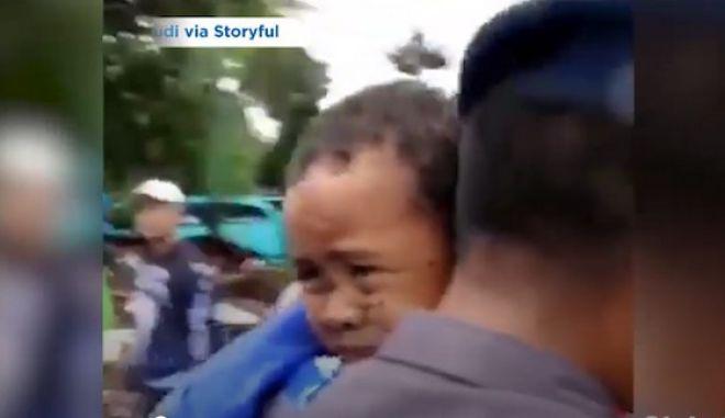 Ινδονησία: Πεντάχρονος ξεθάβεται ζωντανός 12 ώρες μετά το φονικό τσουνάμι