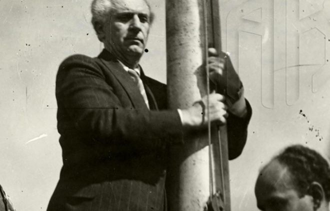 O Γεώργιος Παπανδρέου στην έπαρση της σημαίας στην Ακρόπολη