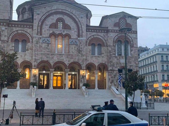 Θεοφάνια: Κόσμος στις εκκλησίες παρά την απαγόρευση