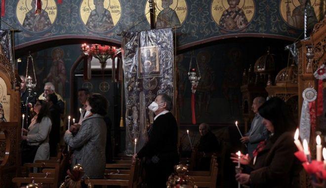 Ανοιχτές εκκλησίες την Μεγάλη Εβδομάδα ανακοίνωσε η Ιερά Σύνοδος