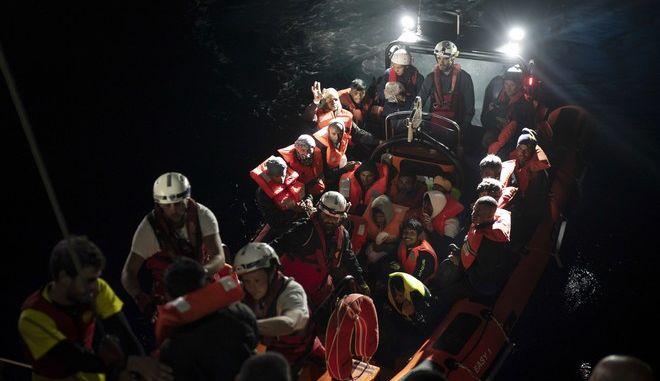 Κλειστά τα ιταλικά λιμάνια για πλοίο με 629 πρόσφυγες και μετανάστες