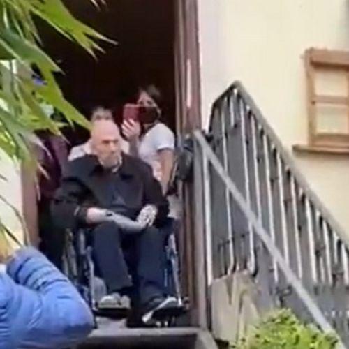Ρίγη συγκίνησης: Βετεράνος Ιταλός παρτιζάνος τραγουδά το Bella Ciao στα 100ά γενέθλιά του