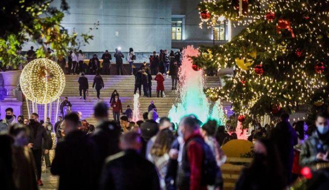 Χριστουγεννιάτικη ατμόσφαιρα στο κέντρο της Αθήνας